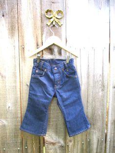 Vintage Jeans Levis Jean Jeans Vintage bébé de Levi's pantalon Bellbottom pantalon Bellbottom Jeans Sz T3 à T4 ans Gr 104 Toddler Jeans Pantalons par greenphilosophie sur Etsy https://www.etsy.com/fr/listing/253892612/vintage-jeans-levis-jean-jeans-vintage