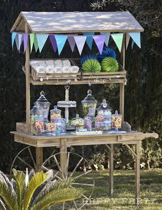 Candy cart buffet for parties, showers, birthdays and weddings. Candy Table, Candy Buffet, Dessert Buffet, Dessert Bars, Propositions Mariage, Bar Deco, Bar Refrigerator, Home Bar Areas, Sweet Carts