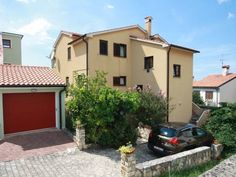 Apartment Ruzica No 3 Porec Apartment Ruzica No 3 offers accommodation in Pore?, 900 metres from Plava Laguna Porec. Guests benefit from balcony.  A TV is provided. There is a private bathroom with a bidet and shower.  Porec Marina is 1.