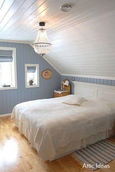 Attic bedroom with painted paneling.- Attic bedroom with painted paneling. Attic bedroom with painted paneling. Attic Master Bedroom, Attic Bedroom Designs, Attic Design, Upstairs Bedroom, Bedroom Loft, Bedroom Decor, Attic Bathroom, Bedroom Beach, Bedroom Rustic