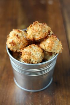 4 ingredient, no oil, no butter, no flour. coconut macaroon!!