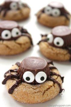 Plat Halloween, Halloween Treats To Make, Halloween Cookie Recipes, Halloween Cookies Decorated, Halloween Party Snacks, Halloween Baking, Spooky Halloween, Halloween Dishes, Halloween 2020
