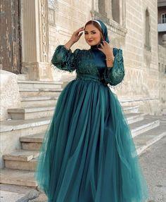 Hijab Fashion, Modest Fashion, Fashion Outfits, Hijab Dress Party, Tea Length Bridesmaid Dresses, Formal Dresses, Bb, Poster Prints, Medium