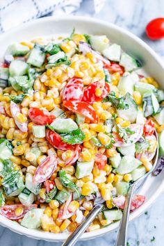 Creamy Corn Salad - This crowd-pleasing fresh corn salad has amazing fresh flavor! Perfect for Potlucks and BBQs. Best Corn Salad Recipe, Tomato Salad Recipes, Chicken Salad Recipes, Veggie Recipes, Lunch Recipes, Cooking Recipes, Healthy Recipes, Corn Tomato Salad, Fresh Corn Salad