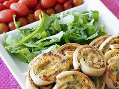 Pizza-Kringel mit Rucola und Tomaten |