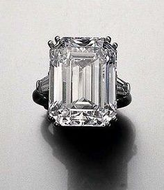 Famous Royal Jewels Princess Soraya Diamond engagement ring (22.37 carats) Harry Winston 1950