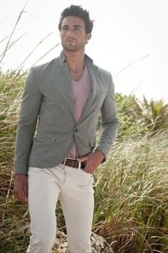 Chinos, short blazer, pink shirt - a man who knows what he wants