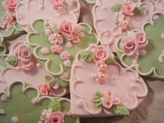 These cookies are just under 2 in diameter - but if you would like them larger or smaller scale), or in different color combinations - please dont hesitate to ask. You will receive four cookies in there very own bakery box. Shabby Chic Cookies, Cumpleaños Shabby Chic, Fancy Cookies, Iced Cookies, Cute Cookies, Royal Icing Cookies, Sugar Cookies, Flower Cookies, Heart Cookies