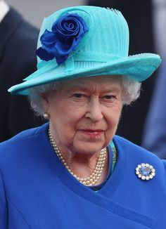 """Sapphire & diamond brooch.  MAKE AN OVERVIEW OF HATS OF QUEEN ELIZABETH II OF ENGLAND """"2016 TO 2007"""" - PRINCESS MONARCHY"""