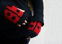 Ladybug Fingerless Gloves - handmade red  crochet animal hand warmers for adult and children, short gloves, wrist warmer,  3D gloves