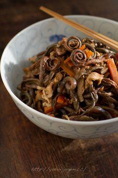 乾燥ぜんまいを戻すに少し時間がかかりますが、しみじみとした滋味深い味わいに仕上がります。手間をかける価値は十分アリ! http://www.recipe-blog.jp/profile/20927/blog/11696121