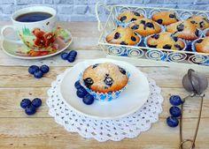 Reteta culinara Desert briose cu afine din categoria Prajituri. Cum sa faci Desert briose cu afine Macarons, Pudding, Plates, Cooking, Breakfast, Tableware, Desserts, Fără Gluten, Recipes