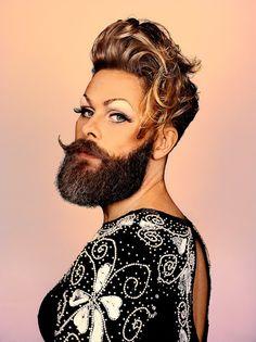 Una breve historia de la masculinidad a través de esa prótesis facial del falo: ese abrigo portátil: ese accesorio a veces magnánimo y a veces absurdo: la barba y el bigote.