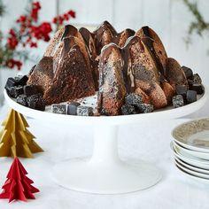 Kuorrutettu suklaa-lakutiikerikakku on uudenlainen vaihtoehto perinteiselle tiikerikakulle. Kakku säilyy mehevänä jääkaapissa.