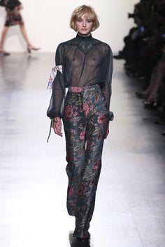 Tadashi Shoji Fall 2017 Ready-to-Wear Fashion Show