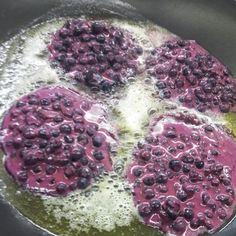 Ein besonderes Schmankerl aus der traditionellen Pinzgauer Küche sind Moosbeernocken. Schon mal probiert? Unser Küchenchef Oli verrät sein Lieblingsrezept! #ritzenhof #salzburgerland #rezept #österreichischeküche #wellnesshotel #wellnessurlaub #kochen #schmankerl #moosbeeren #heidelbeeren #blaubeeren Kraut, Cabbage, Pinzgauer, Vegetables, Desserts, Blog, Sweet Stuff, Cherries, Sheet Cakes