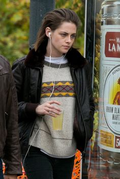 Pin for Later: Kristen Stewart Looks Dramatically Different on the Set of Her Latest Film Kristen Stewart, Pretty People, Beautiful People, Hollywood Celebrities, Woman Crush, American Actress, Girl Crushes, Actors & Actresses, Celebs