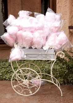 Soft pink cotton candy wedding favors in a vintage cart - a perfect spring wedding or summer wedding favor idea! Cotton Candy Favors, Cotton Candy Wedding, Candy Wedding Favors, Pink Cotton Candy, Party Favors, Pink Candy, Shower Favors, Party Candy, Shower Party