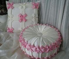 Throw Pillow - Luxury Travel Pillow - - Pillow On Bed Rustic - Throw Pillow Aesthetic Pink Throws, Pink Throw Pillows, White Pillows, Smocking Tutorial, Smocking Patterns, Diy Cushion Covers, Cushion Pillow, Canadian Smocking, Diy Crafts Vintage