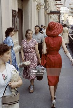 Fashion pictures or video of Christian Dior fashion shoot: Soviet Russia - / in the fashion photography channel 'Photo Shoots'. Dior Fashion, 1950s Fashion, Fashion Shoot, Vintage Fashion, Ladies Fashion, Dress Fashion, Fashion Models, Fashion 2015, Classic Fashion