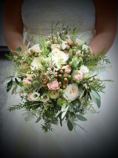 Autumn bouquet with peaches and creams. O'Hara Rose, Quicksand Rose, Bombastic spray rose, Hypericum, Eryngium, Lisianthus and Green Belll