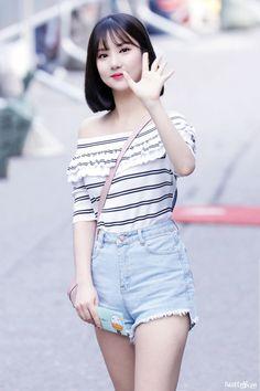 Love Triangle♥ between Jungkook, Eunha, and Jimin Eunha falling in … G Friend, Entertainment, Girl Online, Cute Korean, Tips Belleza, Beautiful Asian Girls, K Pop, South Korean Girls, Asian Woman
