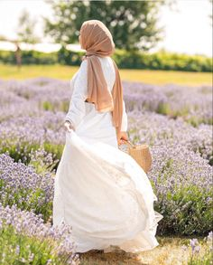 Modest And Classy Long Dresses That Will Make You Look Effortlessly Classy - image:@nourr.hoda - Keep Reading To Get Some Great Inspirational Looks - Modern Street Style - Hijab Fashion Inspiration - Casual Modest Dress - Muslim Girls Inspiration Instagram - Hijabi Outfits Casual - Modest Fashion Muslimah - Modest Dresses - Hijab Fashion Summer - #longsleevedress #chichijab #casualdressesforsummer #hijab #muslimah #hijaboutfit