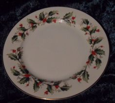 "Exquiste Vintage Royal China Dinner Plate ""Holly"" EUC HTF (7 available) #RoyalGallery"