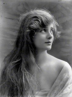 ↢ Bygone Beauties ↣ vintage photograph of English theatre and film actress Evelyn Laye by Alexander Bassano