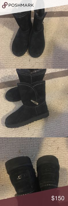 """Ugg Meadows NIB Ugg Meadows Boots. Color(black). Sz(9).                                                               📫 Same/Next day Shipping 💔 Pay Pal 💔 Trades 🚫 No Haggling  🐶 Free home 🚬 Free home Please do not negotiate price in the comments area. If my listing states """"Price is FIRM"""" that's exactly what I mean. If you would like me to consider an offer less than the listed price please use the offer tool🔧 Thanks for checking out my closet  🍭SweetLady🍬 UGG Shoes Winter & Rain…"""