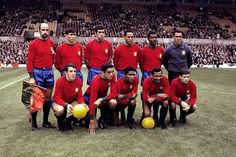 Portugal - 3 / Bulgária - 0 : a team photograph before the 1966 World Cup game○