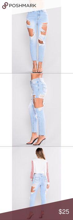 Willow boyfriend jeans Light denim boyfriend jeans waist was too big for me. Waited to long to return it Fashion Nova Jeans Boyfriend
