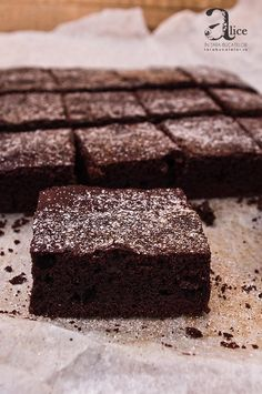 Prajitura Negresa fara zahar Chocolate Brownie Cake, Chocolate Ganache, Diabetic Recipes, Cooking Recipes, Low Carb Deserts, Sugar Free Desserts, Food Cakes, Healthy Sweets, Sweet Cakes