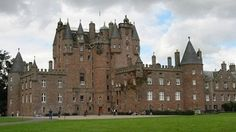 The most erie scariest and haunted castles from around for Stay in a haunted castle in scotland