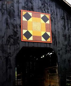 quilt barn/could look like a sunflower if painted right