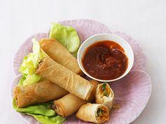 Frühlingsrollen mit Chili-Dip ist ein Rezept mit frischen Zutaten aus der Kategorie Gemüse. Probieren Sie dieses und weitere Rezepte von EAT SMARTER!