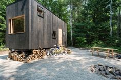 harvard-tiny-house-023-600x400.jpg (600×400) Tiny House On Wheels, Tiny House Swoon, Little Houses, Tiny Houses, Innovation Lab, Small Space Living, Tiny House Living, Boston Architecture, Architecture Design