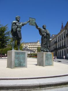 Escultura dedicada a los fundadores de Lucus Augusti (Lugo capital)