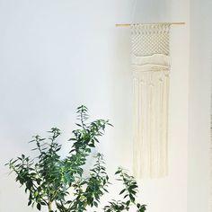 Minimal decor... #macrameartist #macrame #macramewallhanging #macramelove #minimaldecor #minimallove #plantspiration #macrameart #modernboho #simpleboho #minimalhomedecor #bohemianstyle #scandidecor #beigelife #plantsarefriends #plaantsporation #livingroomdecor #bedroomdecor #scandinursery #makerslife #thestill #plantaddict #makrama #rekodzielo #handmadewithlove #handmademaker #craftsforlife #pursueprettythings #minimalist #etsyhunter