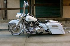 2004 road King One of a kind Vicla and way to much to list and only 9K in miles ....... Completely chromed, custom rear and front fender, stingray solo seat, custom paint, 21 fat daddy spoke wheel,...