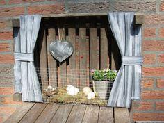 En dan hier nog even de extra dingen die we hebben gemaakt om er een speciaal lente/ paassfeertje aan te geven:     Een kistje met gordijntj...