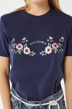 Shop Urban Outfitters for the latest nature prints and floral styles in graphic tees and sweatshirts. Teenage Girl Outfits, Outfits For Teens, Casual Outfits, Cute Outfits, Camisa Nike, New Girl Style, Silkscreen, Embroidery On Clothes, Junior Outfits