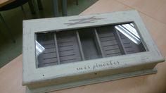 Caja de puros reciclada para guardar pinceles...De Regina