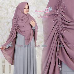 Khimar JAMEELA by HAWWA AIWA 2 Kerudung Ceruti Serut 3 Lapis Hijab Style Dress, Hijab Chic, Hijab Outfit, Moslem Fashion, Niqab Fashion, Drape Skirt Pattern, Wedding Hijab Styles, Velvet Dress Designs, Modele Hijab