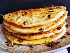 Tento konkrétní recept jsem objevila v daleké cizině a nyní ho přináším vám. Chlebové turecké placky doma všem moc chutnali a tak doporučuji, abyste zkusili též, určitě nebudete litovat :-) . Není to nic těžkého, lehce je zvládnete, nebojte :-) . Pancakes, Breakfast, Ethnic Recipes, Food, Youtube, Morning Coffee, Essen, Pancake, Meals