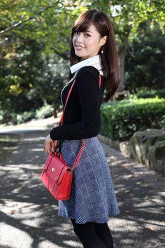 Cute Japanese Girl, Red Hair Color, Cute Asian Girls, Boudoir Photography, Diva, Legs, Porsche, Fashion, Beautiful Women