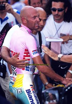 Fotos de Graham Watson. Marco Pantani Road Racing, Champs, Personal Trainer, Old School, Bicycle, Baseball Cards, Fitness, Sport, Graham