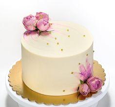 Sunflower Birthday Cakes, Frosting Flowers, Cake Decorating Designs, Specialty Cakes, Drip Cakes, Buttercream Cake, Celebration Cakes, Let Them Eat Cake, Vanilla Cake