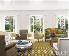 Odds are a fashion designer's home will be just as fabulous as their latest collection, and here are 24 photos to prove it. See how your favorite fashion designer's style carries into their home and what you can do to get the look. #home #interiordesign #fashion #fashiondesigners #designerhomes #hometour #homeinspo #decor #livingroom #bedroom #elledecor Unique Living Room Furniture, Eclectic Living Room, Eclectic Decor, My Living Room, Outdoor Furniture Sets, Furniture Design, Eclectic Style, Living Spaces, Elle Decor