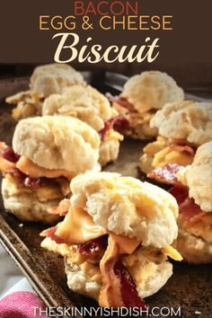 When you're looking for the perfect grab and go, taking a little time to make ahead these freezer friendly Bacon, Egg & Cheese Biscuits will result in delicious, efficient and satisfied mornings. A freezer full of ready to heat breakfast sandwiches is a h Weight Watchers Breakfast, Weight Watchers Meals, Ww Recipes, Healthy Recipes, Recipies, Breakfast Sandwich Recipes, Breakfast Ideas, Bacon Egg And Cheese, Brunch